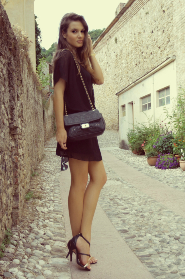 alda fantin, alda, fantin, fashion, fashion blog, intimissimi dress, moschino, bag, intimissimi, moschino bag, heeled sandals, ami20121, moda, stile